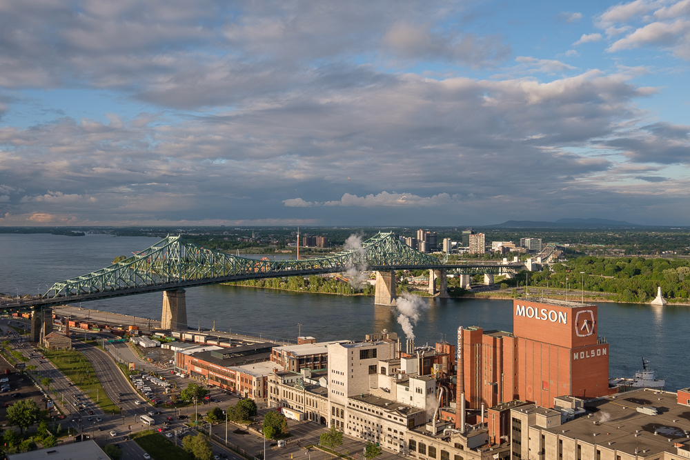 Molson et le pont Jacques-Cartier vus du toit de Radio-Canada